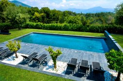 163007-une-piscine-bien-integree