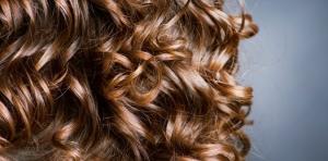Cheveux-bouclés-bien-choisir-sa-coupe